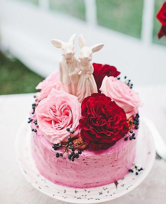 Топпер на торт с фигурками кроликов