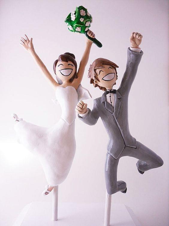 Свадебный топпер на торт с молодоженами