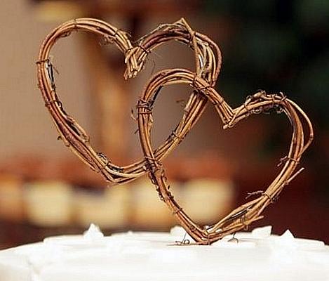 Топпер на торт два сердца из лозы